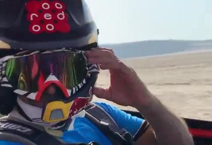 Fernando Alonso sigue preparando el Dakar a los mandos de un buggy bajo los consejos de Nasser Al Attiyah