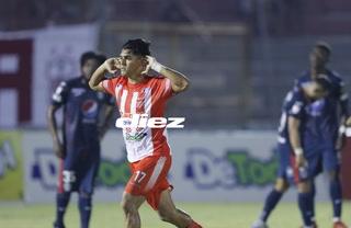 Luis Palma marca una joya de gol de tiro libre y pone a ganar al Vida sobre el Motagua