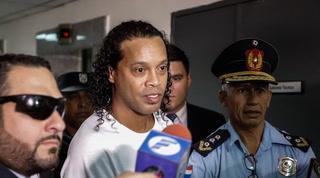 Así salió Ronaldinho de la cárcel para cumplir arresto domiciliario en lujoso hotel