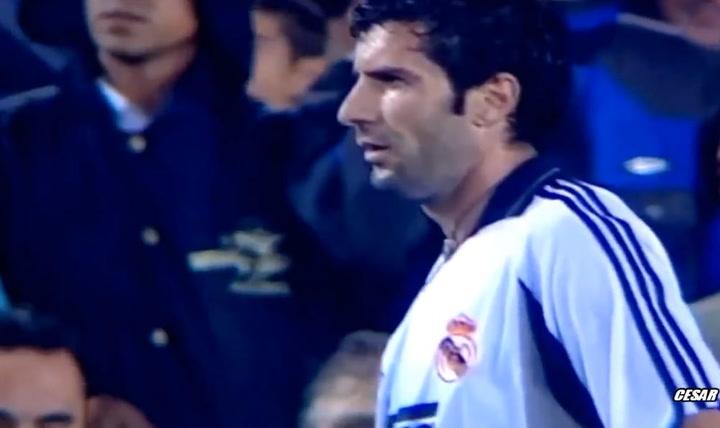 Gran pitada a Figo el día que regresó al Camp Nou como jugador del Real Madrid