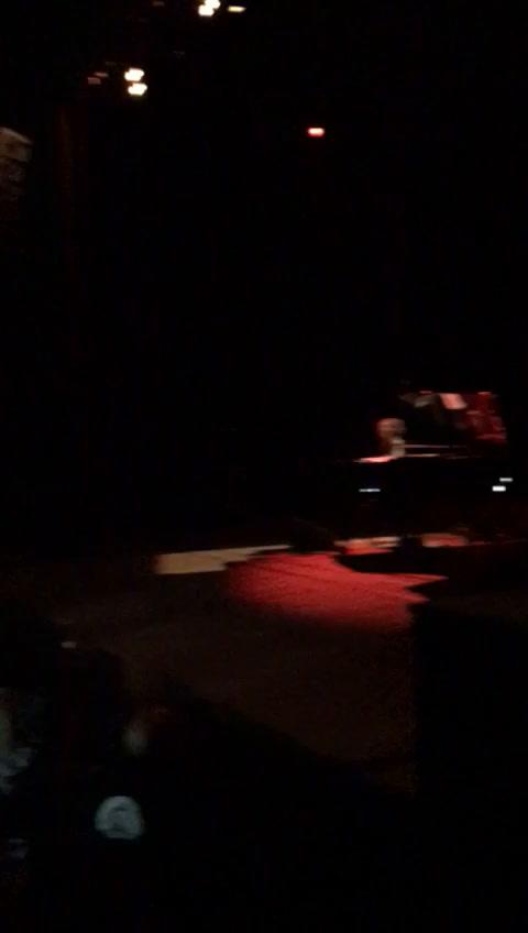 Un mozo del Sunderland cumplió el sueño de tocar el piano con Fito Páez en el Astengo