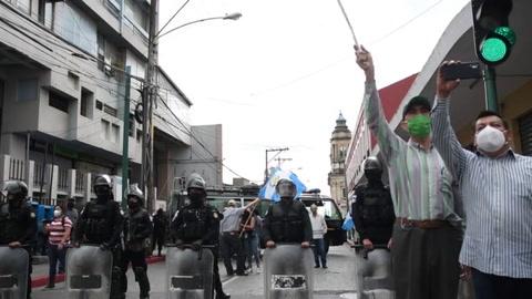 Reclaman fin del confinamiento en Guatemala
