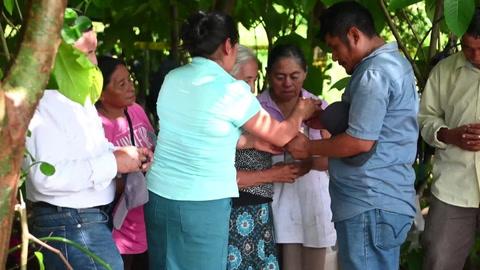 Fiscalía desentierra osamentas de masacrados durante guerra civil salvadoreña