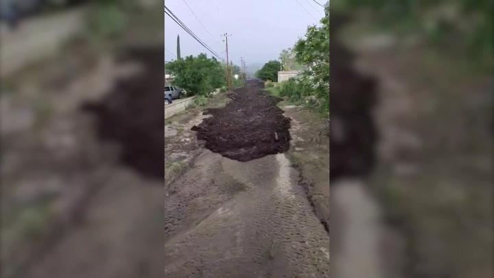 Fast-flowing mudslide devastates Arizona town