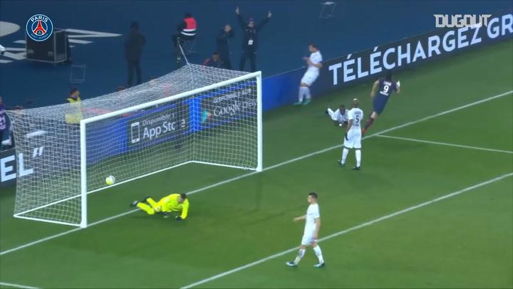 Edinson Cavani's incredible backheel goal vs Caen in 2017