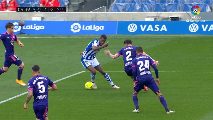 Gol de Isak (1-0) en el Real Sociedad 4-1 Valladolid