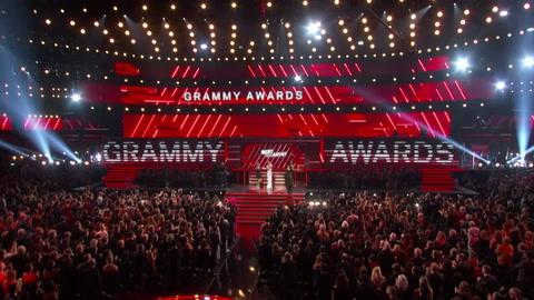 Billie Eilish arrasa en los Grammy dedicados a Kobe Bryant