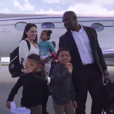 Resultado de imagen para la llegada de brian flores junto a su familia a miami