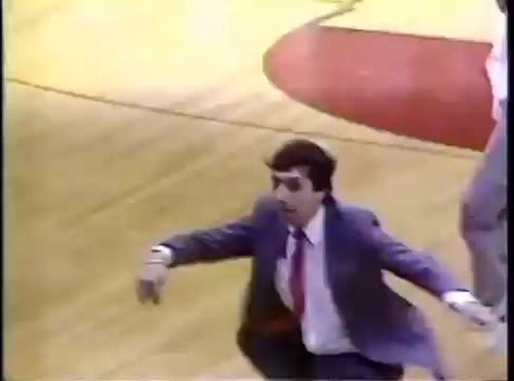 Valvano guió a North Carolina State al triunfo en una final increíble de la NCAA en 1983