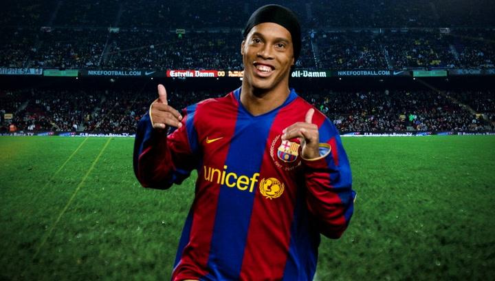 Ronaldinho celebra su cumpleaños