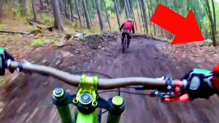 Syklistene aner ikke hva som venter i skogen