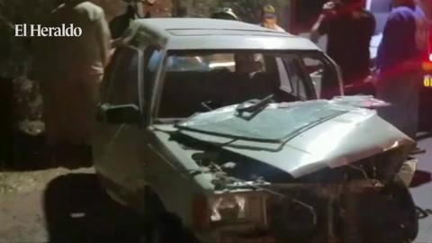Una persona quedo atrapada en amasijo de hierro provocado por un accidente a la salida a Sur