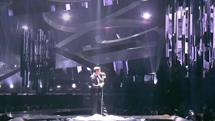 """Justin Timberlake Debuts """"Mirrors"""" Live At The 2013 BRIT Awards"""
