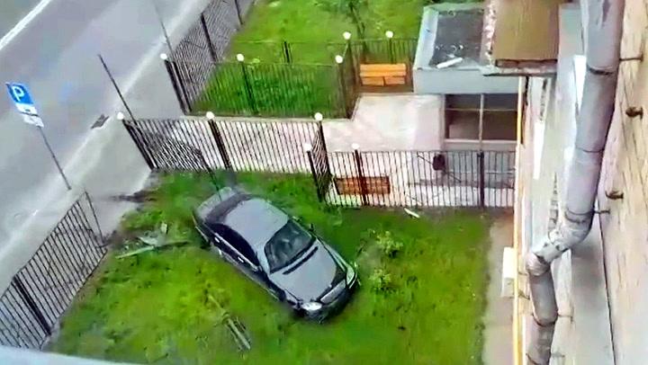 Full bilist raserte hage