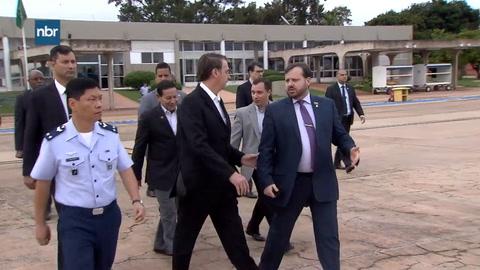 Bolsonaro parte a EEUU para reforzar alianza con Trump