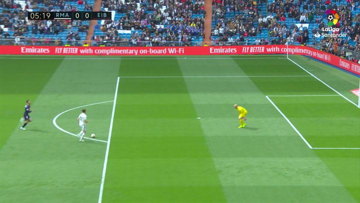 LaLiga: Real Madrid - Eibar. Gareth Bale falla un mano a mano con Dmitrovic y recibe la primera pitada