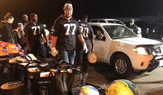 Raiders Players Thanksgiving Dinner Donations