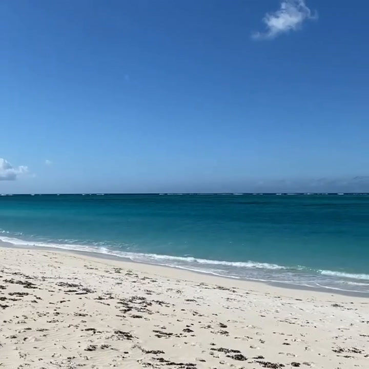 Christie Brinkley shows off her stunning Turks and Caicos beach as she heads back to NY