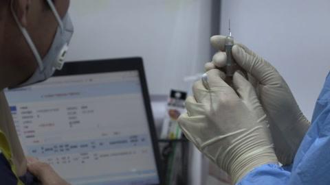 China supera los mil millones de dosis administradas de vacunas anticovid
