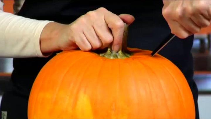 Hvordan lage din egen gresskarlykt til Halloween