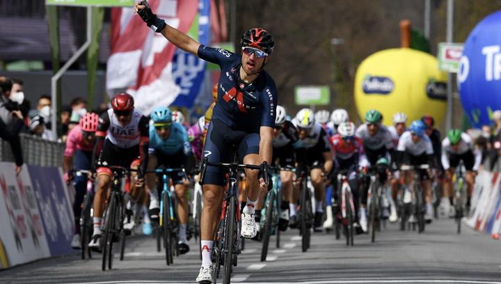 Gianni Moscon se regala la primera etapa en el Tour de los Alpes para su 27 cumpleaños