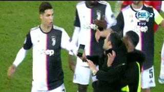 Cristiano Ronaldo enfurece con un aficionado que se metió a la cancha en el Leverkusen-Juventus