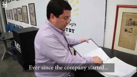 Polémica por un empresario de chalecos antibalas que probó sus productos disparándole a su esposa