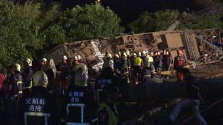 Decenas de muertos en descarrilamiento de un tren en Taiwán
