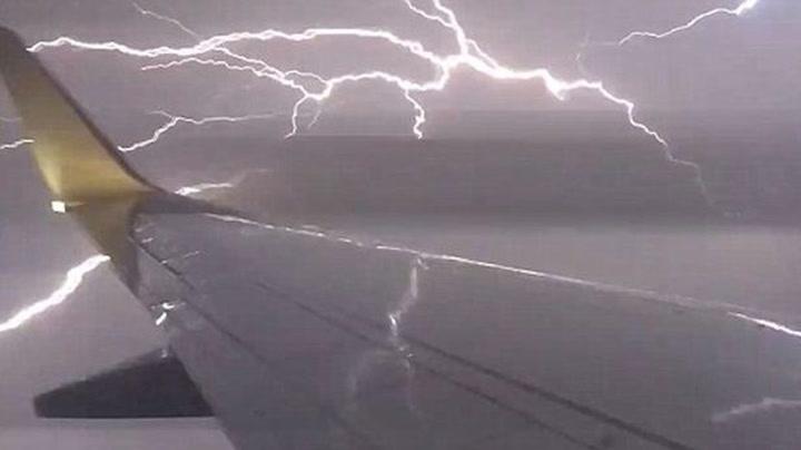 – Så nære var lynet å treffe flyet