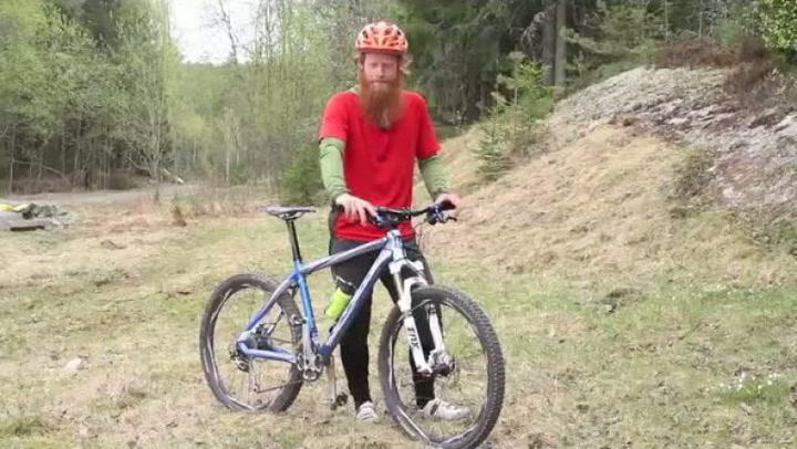 Hvordan balansere kroppen når du sykler i bakker