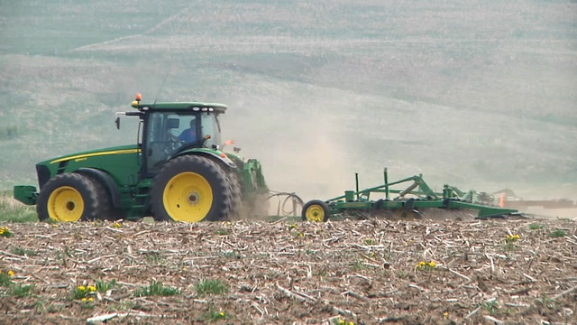 After a disastrous crop year in 2019, uncertain weather and now, the COVID-19 outbreak, farmers have questions about what they'll be planting this spring.