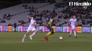 Usain Bolt marca doblete como futbolista profesional
