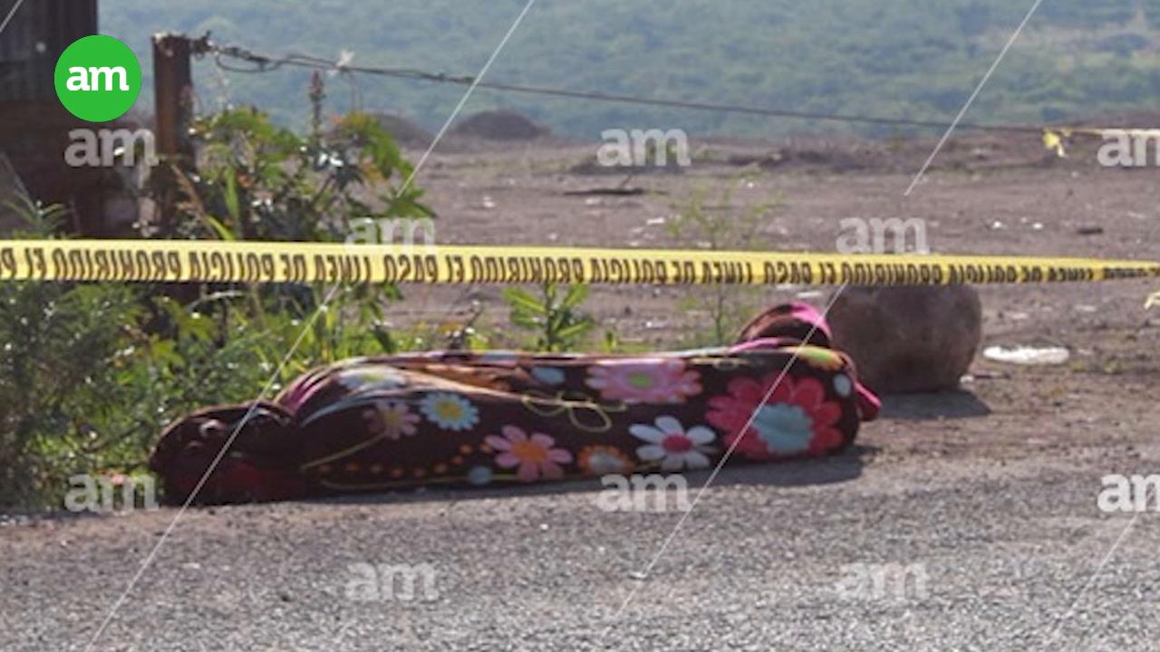 Video: Encuentran cadáver encobijado en la León-Lagos