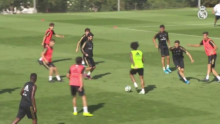 El Madrid se ejercitó con el Castilla sin la presencia de 12 internacionales