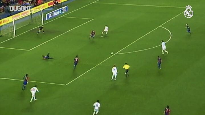 Van Nistelrooy faz dois no Barcelona dentro do Camp Nou