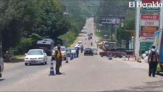 Continúan operativos ante la ausencia del personal del CODEM fumigando vehículos