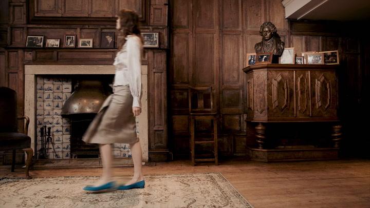 Miss Manners: New-season prints, frills and ruffles