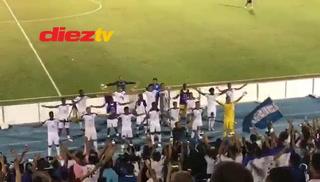 Seleccionados de Honduras celebran al estilo de Islandia el empate frente a Costa Rica