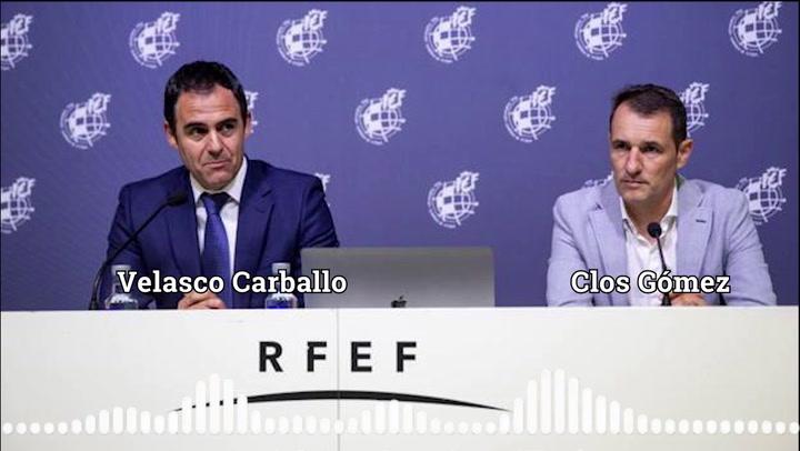 Velasco Carballo y Clos Gómez explican la infracción por manos en el reglamento de fútbol