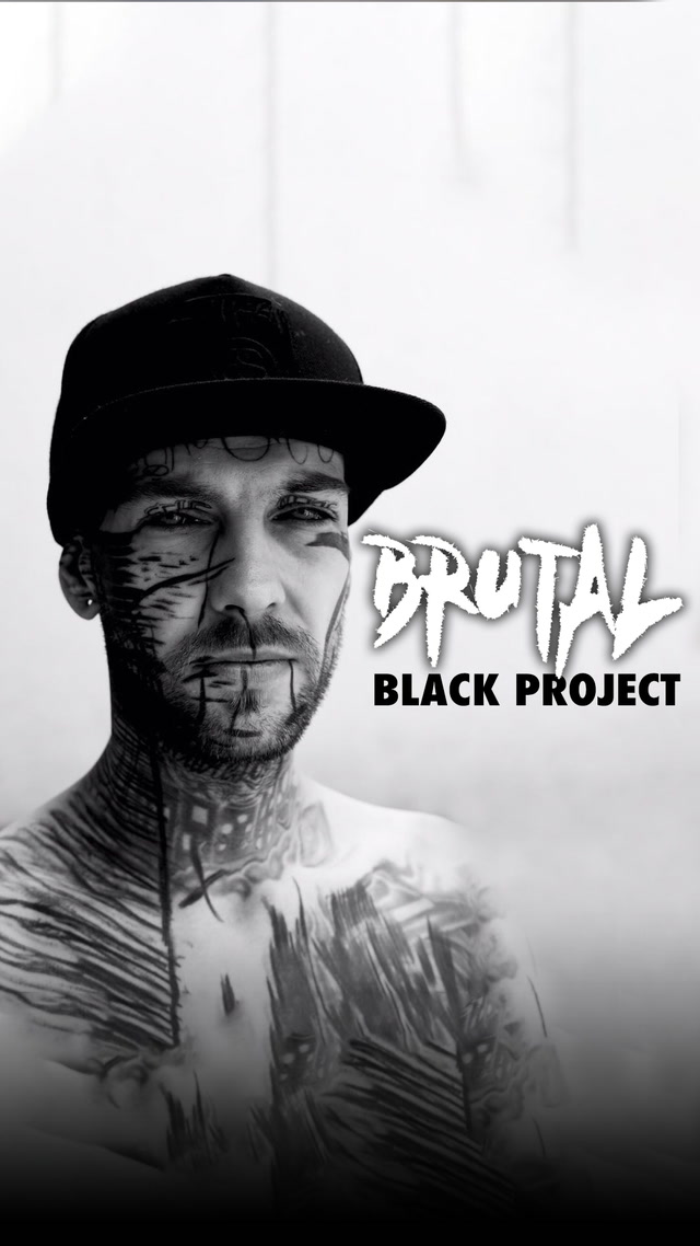 Acılara tutunarak yapılan dövme: Brutal Black