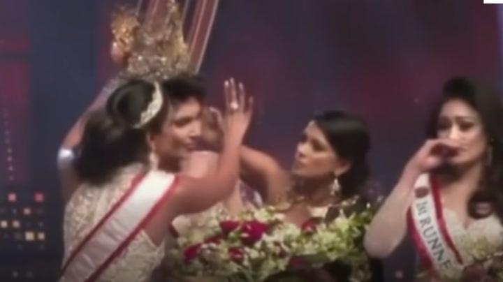 Detienen a una miss tras arrancarle la corona a la ganadora en plena ceremonia