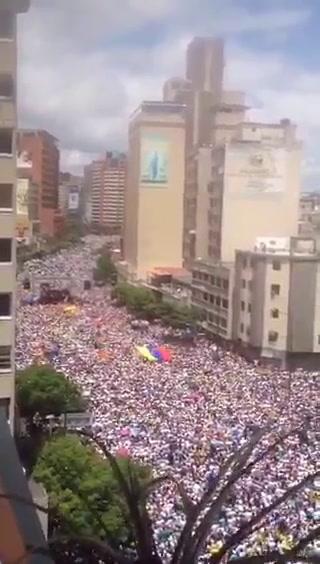 Multitudinaria marcha en contra del régimen de Nicolás Maduro