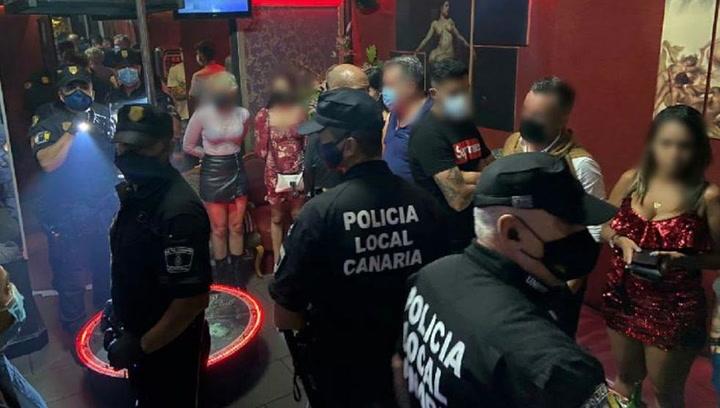 Dos jugadores del Tenerife, pillados en un club de alterne