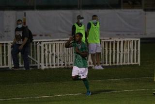 ¡Marathón le está ganando a UPNFM con gol de cabeza de Edwin Solano!