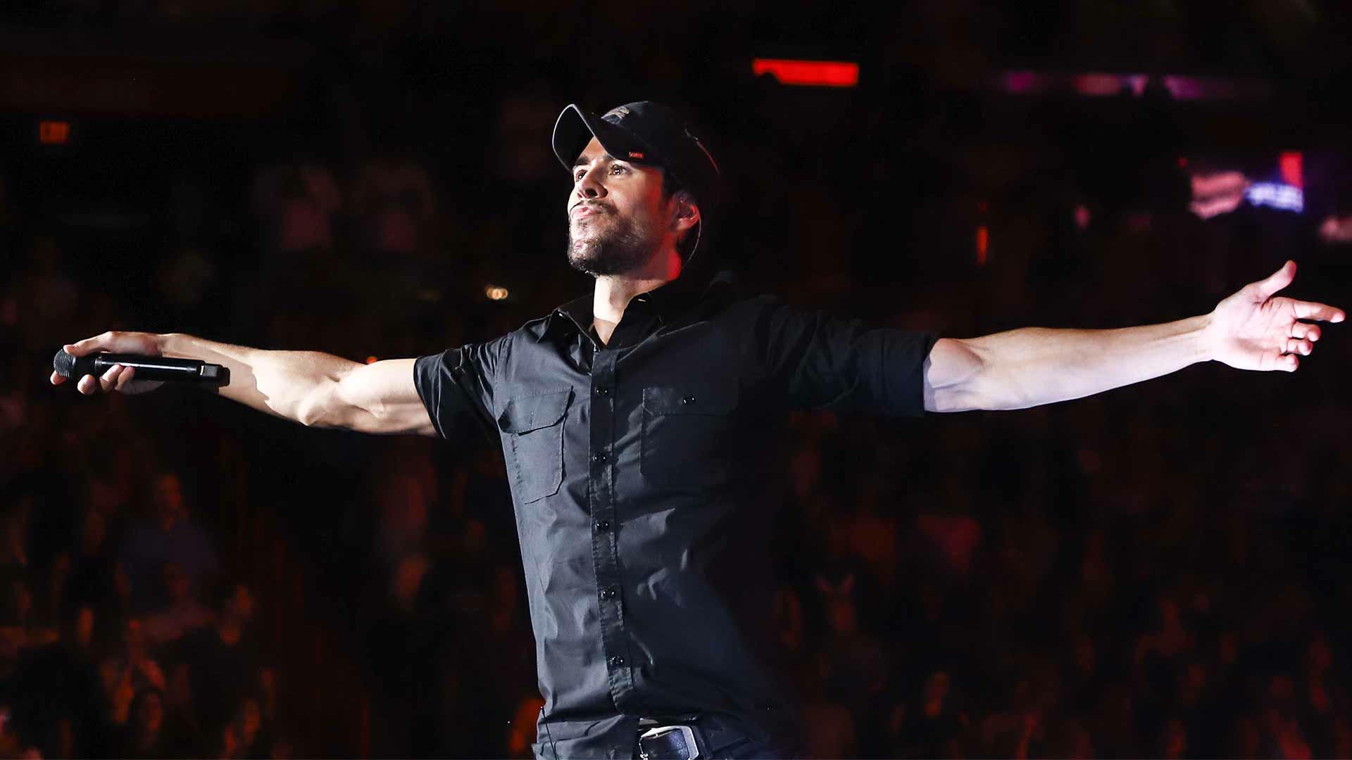 Enrique Iglesias, de grabar su primera maqueta en secreto a vender más de 100 millones de discos