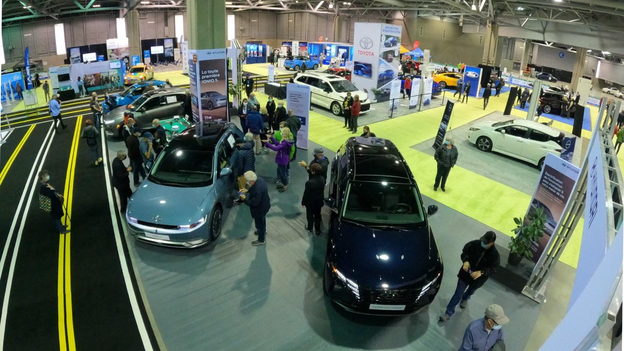 Salon du véhicule électrique de Québec: Hydro déploiera près de 400 nouvelles bornes de rue sous peu [VIDÉO]
