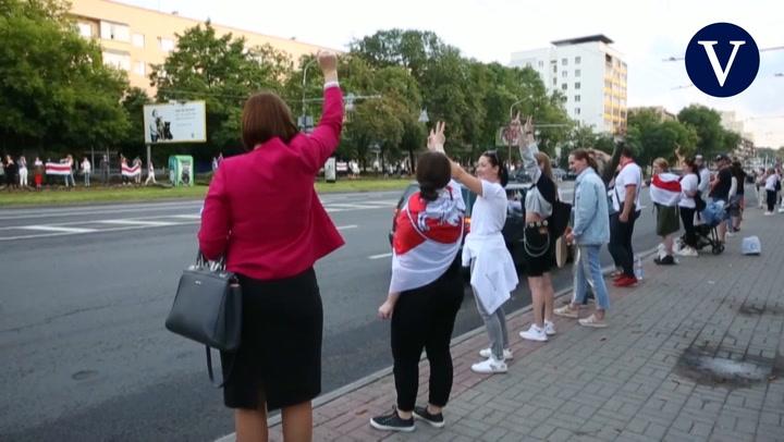 Miles de personas vuelven a las calles en Bielorrusia en contra de Lukashenko