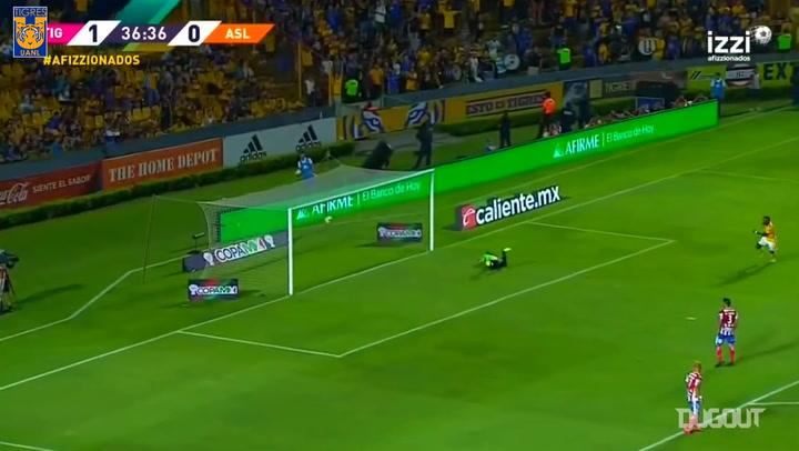 Javier Aquino's impressive long-range goal vs Atlético San Luis