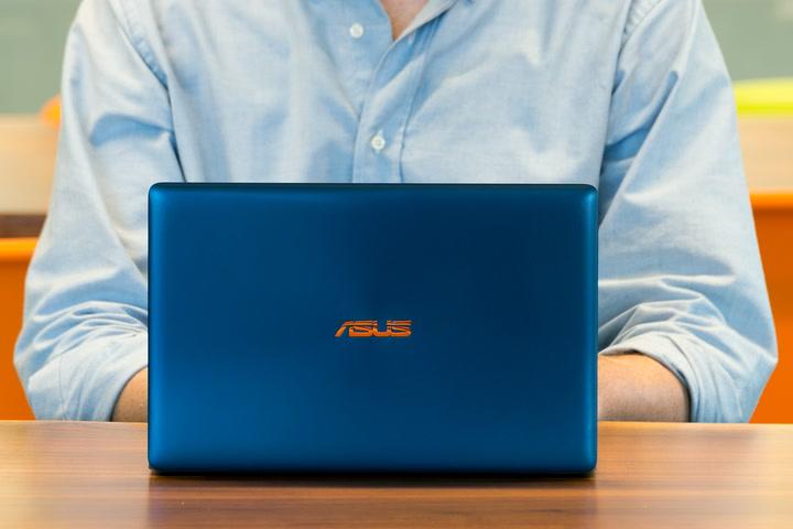 Risultati immagini per Asus Zenbook 3 UX390UA-GS
