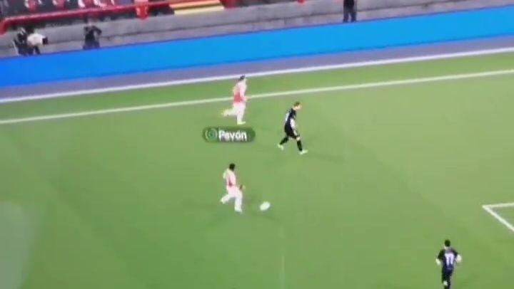 Griezmann juega al Football Manager con el Arsenal... y hace rabonas con Pavón